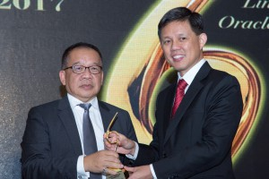 Robert Tan, Managing Director of South and Southeast Asia, Kerry Logistics (left), receives the Care & Positive Work Environment of the Year award at the Supply Chain Asia Awards.