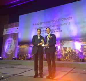 William Ma, Group Managing Director of Kerry Logistics (right), receives the Directors of the Year Awards 2017 in the Listed Companies (SEHK - Hang Seng Indexes Constituents) - Executive Directors category