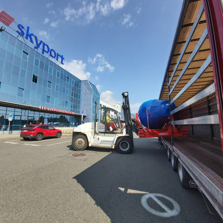 Skyport warehouse and engine